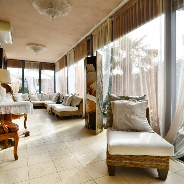 sala hotel oasis